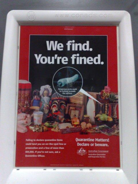 Quảng cáo ở mặt sau của cửa toilet sân bay Melbourne